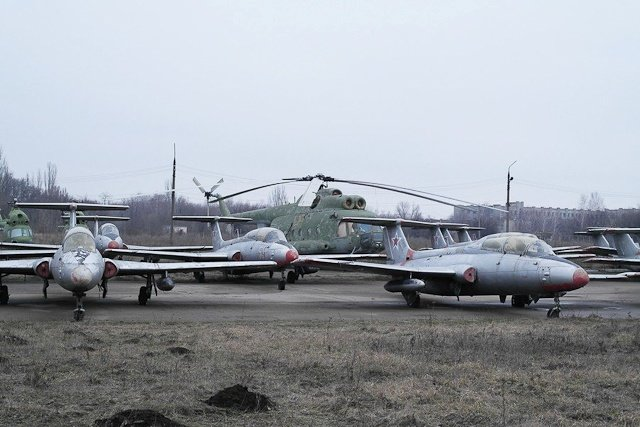 Зона отчуждения: Мертвый военный городок и кладбище самолетов под Днепропетровском (ФОТО) (фото) - фото 28