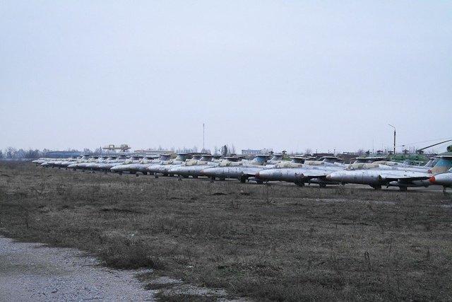 Зона отчуждения: Мертвый военный городок и кладбище самолетов под Днепропетровском (ФОТО) (фото) - фото 27