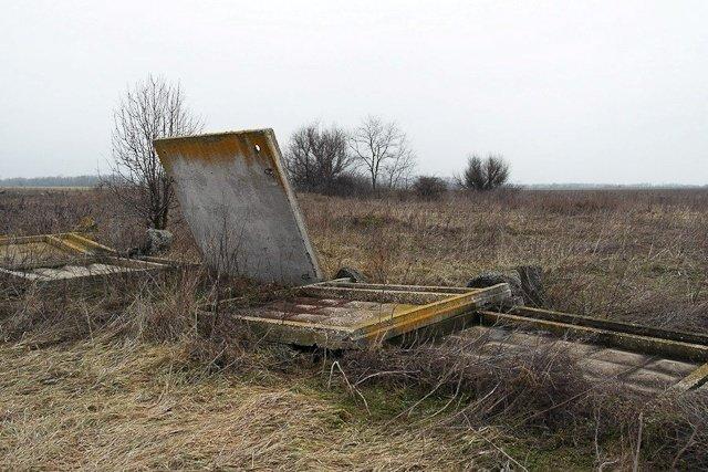 Зона отчуждения: Мертвый военный городок и кладбище самолетов под Днепропетровском (ФОТО) (фото) - фото 24