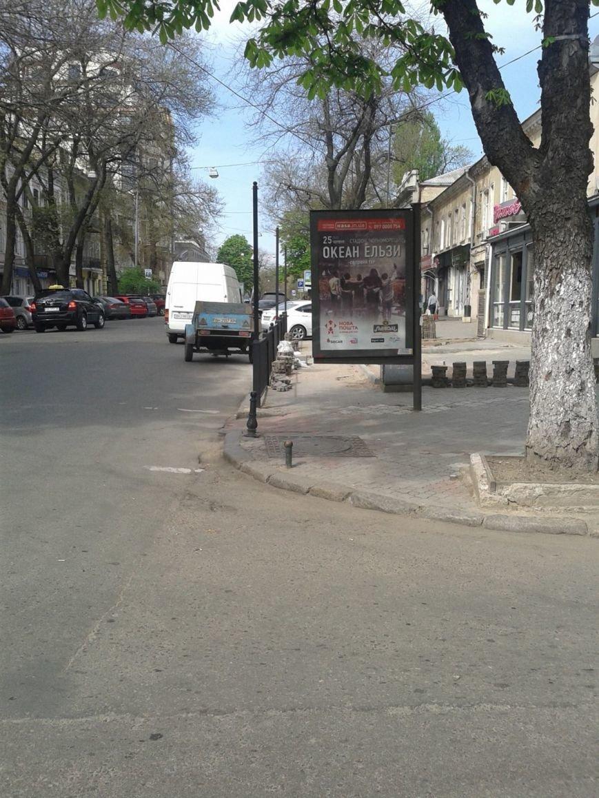 362c799d8d1af10014b25927407e0306 В центре Одессы ресторан лишил пешеходов тротуара