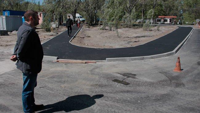 На Красном Камне идет ремонт одной из крупнейших внутриквартальных дорог жилого массива, фото-1