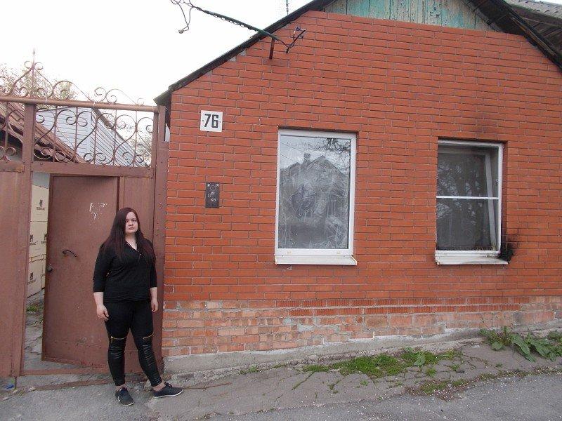 Ростовские коллекторы разбили и подожгли окна бывшей жене должника (фото) - фото 2
