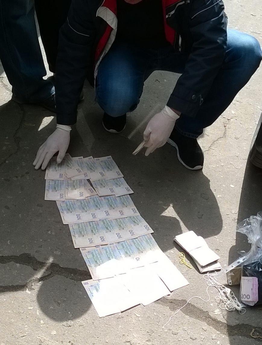 В Краматорске при получении взятки 75 тысяч гривен задержан полицейский, фото-1