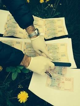 Правоохоронці на Львівщині затримали на хабарі підполковника ДСНС (ФОТО) (фото) - фото 1