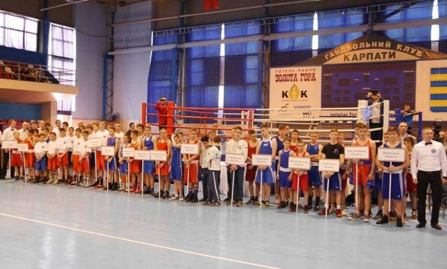 Олександр Усик в Ужгороді відкривав Чемпіонат України з боксу: фото, фото-3