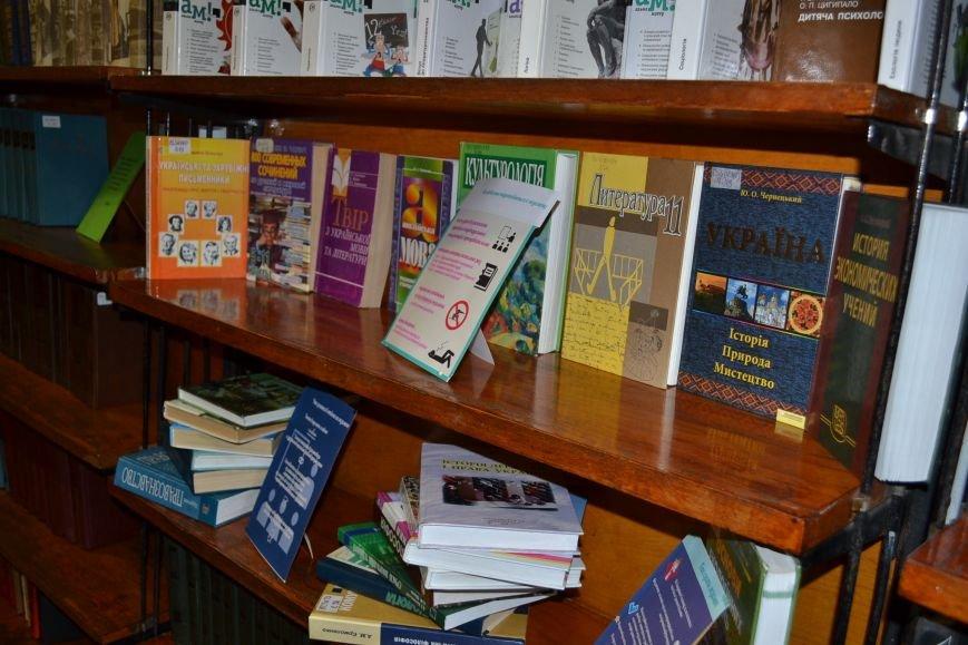 """В Центральной библиотеке Кривого Рога открылась выставка-рекомендация о """"маленьких истинах с большим смыслом"""" (ФОТО), фото-7"""