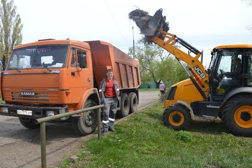 При поддержке градообразущего АКХЗ авдеевские коммунальщики благоустраивают город (ФОТО) (фото) - фото 1