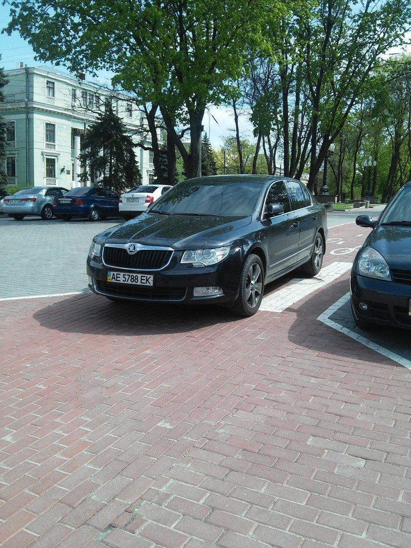 Феерическая наглость: в Днепропетровске водители паркуются прямо на велодорожках (ФОТО), фото-4