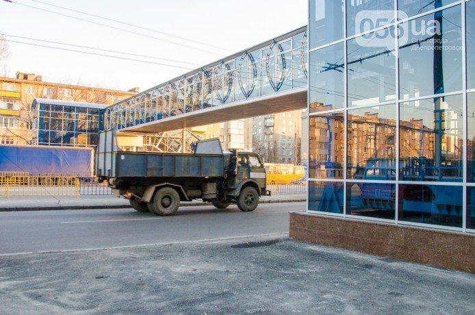 На Слобожанском проспекте запустили надземный переход (фото) - фото 2