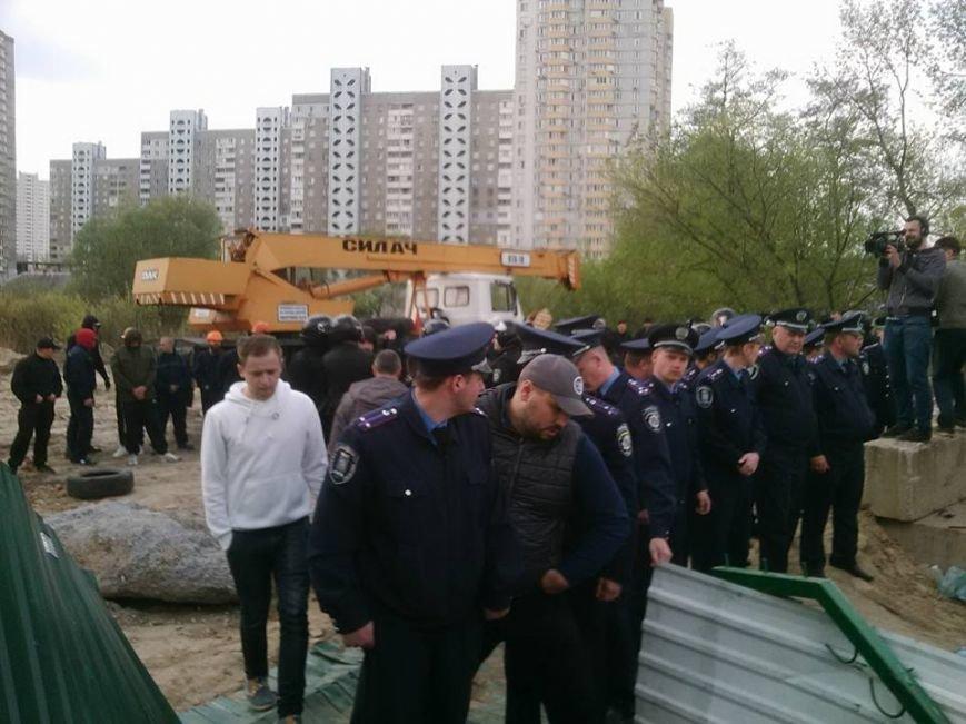 На Здолбуновской произошла драка между застройщиком и активистами (ФОТО, ВИДЕО), фото-5