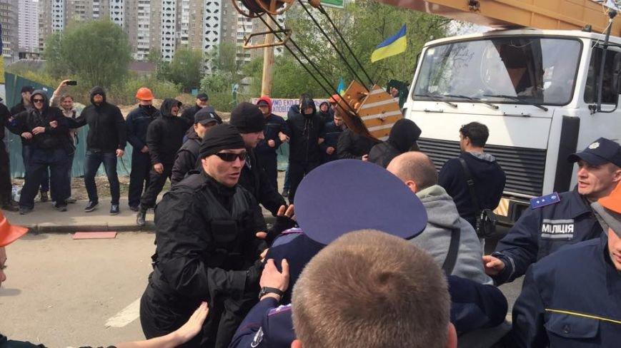 На Здолбуновской произошла драка между застройщиком и активистами (ФОТО, ВИДЕО), фото-2