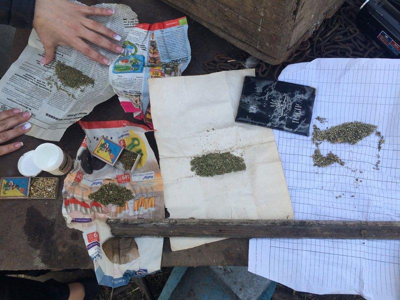 В Мариуполе полицейские продолжают изымать наркотики (ФОТО) (фото) - фото 1