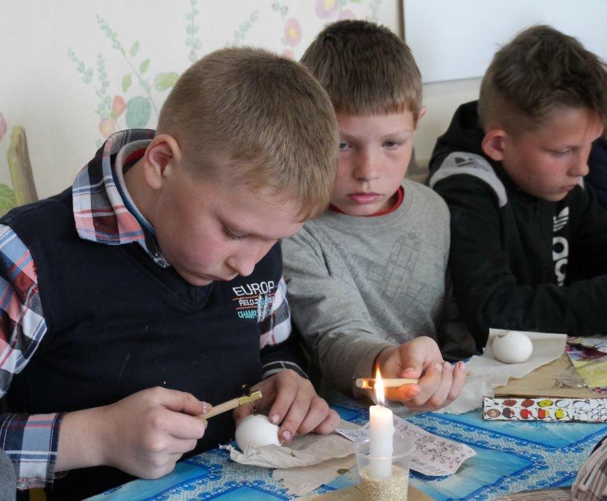 """""""МРІЯ Агрохолдинг"""" організовує для дітей майстер-класи із писанкарства (Фото) (фото) - фото 4"""