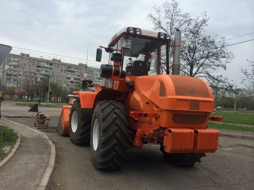 """В Мариуполе дорожники """"Зеленстроя"""" укатывали асфальт под дождем (ФОТО, ВИДЕО), фото-7"""