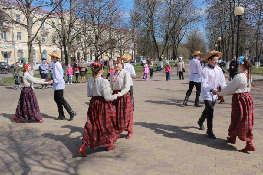 «Полька», «Лявоніха» і «Кадрыля». Як палачане і госці горада далучаліся да беларускага фальклору. (фото) - фото 1