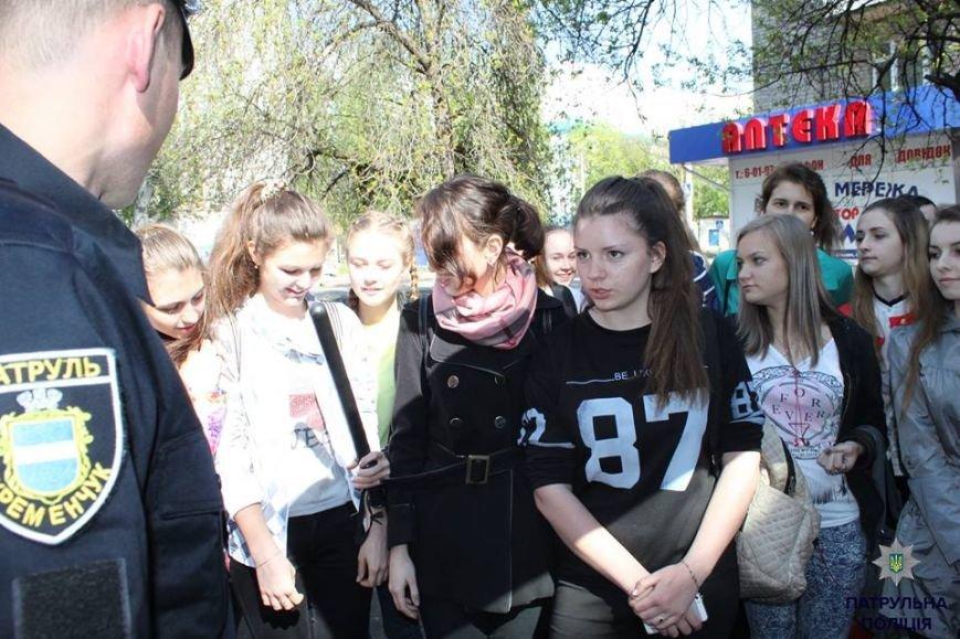В Кременчуге школьники «порулили» на полицейском авто и поговорили в громкоговоритель, фото-6