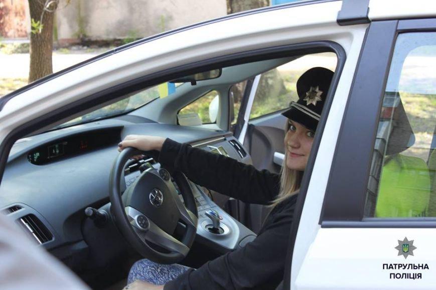 В Кременчуге школьники «порулили» на полицейском авто и поговорили в громкоговоритель, фото-7