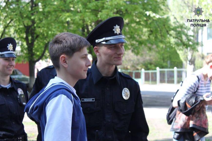 В Кременчуге школьники «порулили» на полицейском авто и поговорили в громкоговоритель, фото-4
