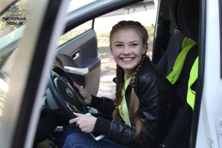 В Кременчуге школьники «порулили» на полицейском авто и поговорили в громкоговоритель, фото-2