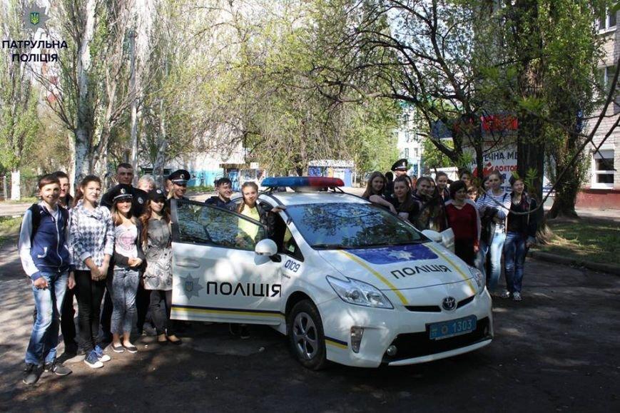 В Кременчуге школьники «порулили» на полицейском авто и поговорили в громкоговоритель, фото-3
