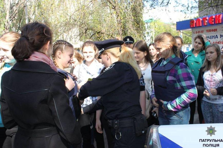 В Кременчуге школьники «порулили» на полицейском авто и поговорили в громкоговоритель, фото-5