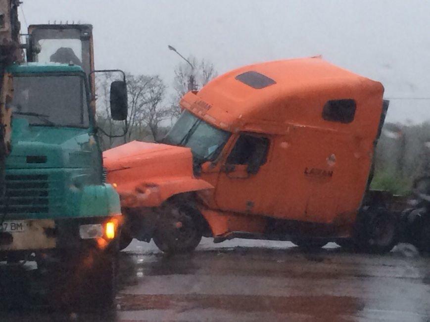 На выезде из Кривого Рога во время дождя перевернулся грузовик (ФОТО), фото-4