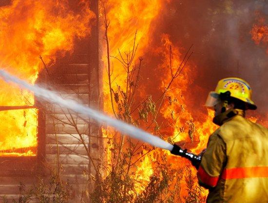 Вчера в Балаково горела квартира и строительный вагончик (фото) - фото 1