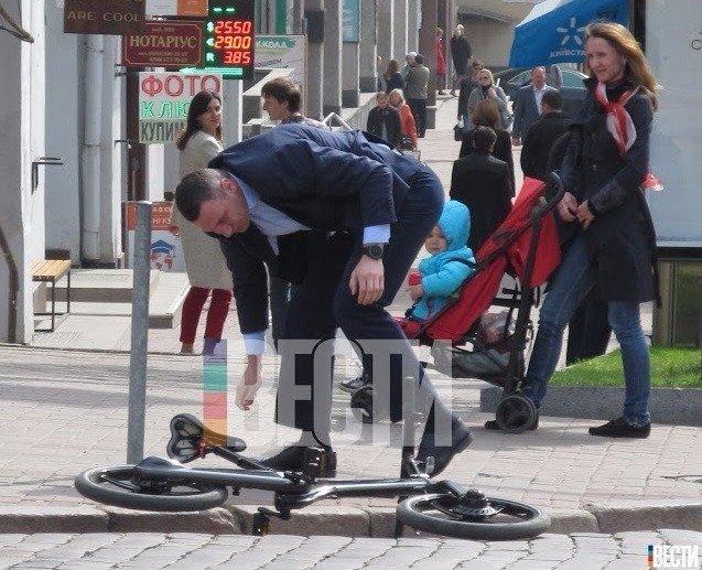Кличко упал с велосипеда по дороге на работу (ФОТО), фото-2
