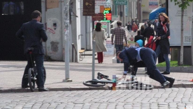 Кличко упал с велосипеда по дороге на работу (ФОТО), фото-1