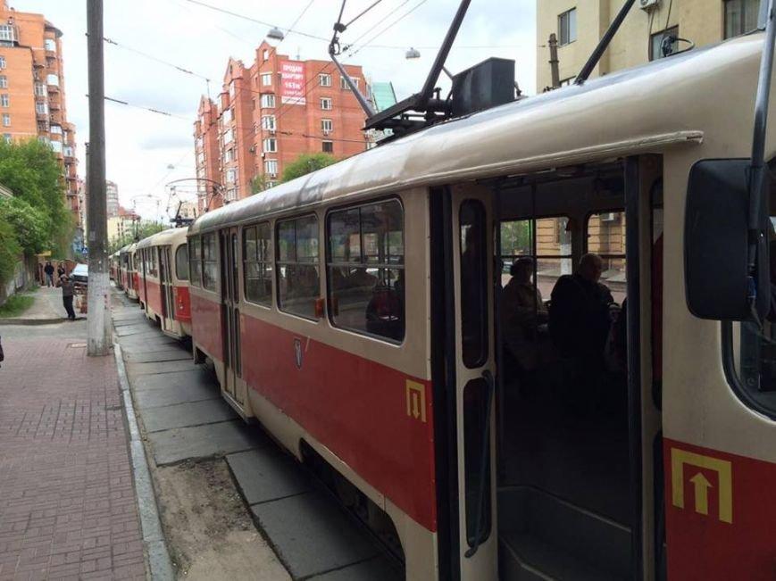 """На Дмитриевской """"герой парковки"""" заблокировал движение трамваев (ФОТО), фото-3"""
