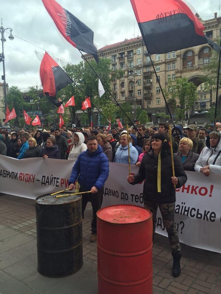 Под КГГА проходит митинг за продажу алкоголя в МАФах (ФОТО), фото-1