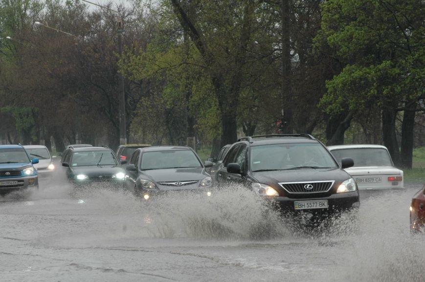 2b737b6b28aadafec208929e955303b4 Море из берегов вышло: Одесситы делятся в соцсетях фотографиями затопленных улиц