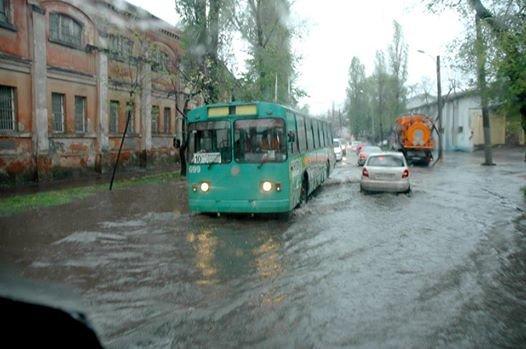 c4575210da9c3de807c741c4829376fa Море из берегов вышло: Одесситы делятся в соцсетях фотографиями затопленных улиц