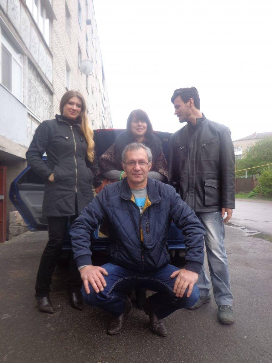 Первомайские активисты сплели 17 маскировочных сетей для воинов АТО (фото) - фото 3