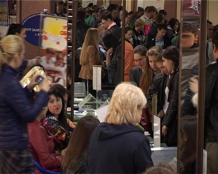 В Армавире прошла весенняя ярмарка вакансий (фото) - фото 1
