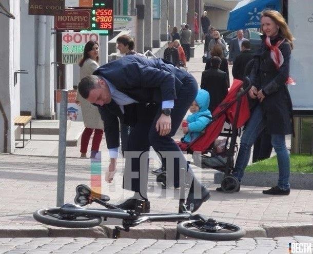 Филатов подколол упавшего с велосипеда мэра Киева Виталия Кличко (ФОТО), фото-3