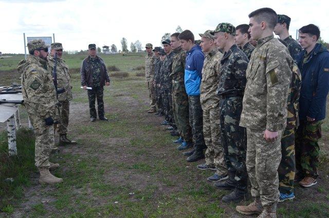Школярів Рівненщини вчать стріляти на полігоні, фото-4