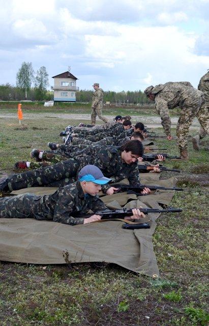 Школярів Рівненщини вчать стріляти на полігоні, фото-1