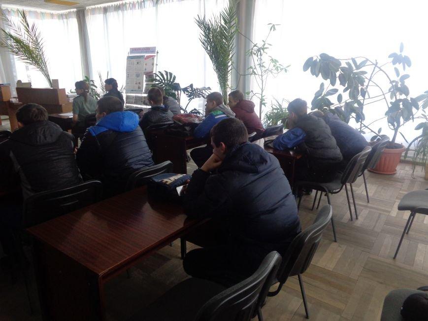 Лицеистов Красноармейска предостерегли от противоправных действий (фото) - фото 2