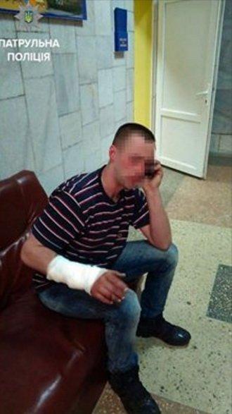 У Тернополі іноземець стікав кров'ю (фото) - фото 1