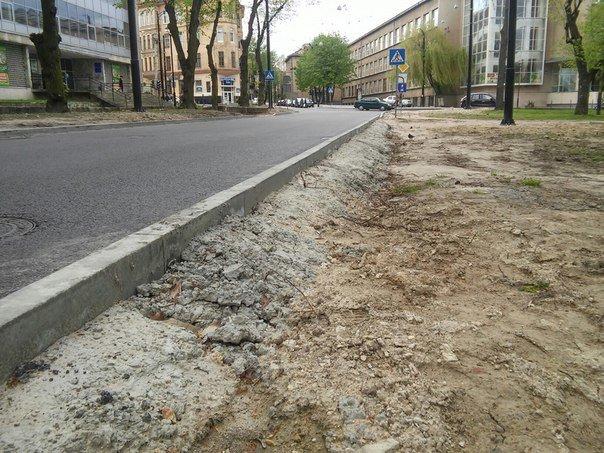 У Львові досі не впорядкували сквер святого Юра (ФОТО) (фото) - фото 6