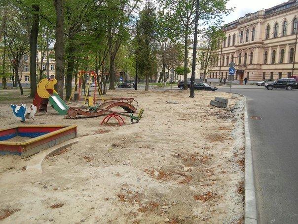 У Львові досі не впорядкували сквер святого Юра (ФОТО) (фото) - фото 2