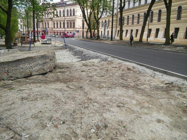 У Львові досі не впорядкували сквер святого Юра (ФОТО) (фото) - фото 3