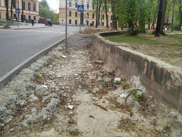 У Львові досі не впорядкували сквер святого Юра (ФОТО) (фото) - фото 1