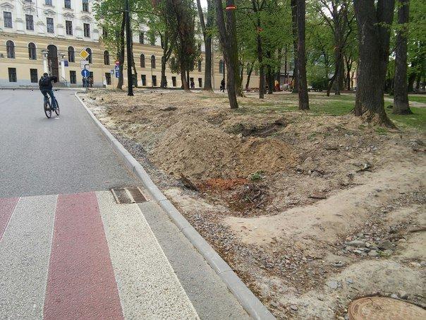 У Львові досі не впорядкували сквер святого Юра (ФОТО) (фото) - фото 8