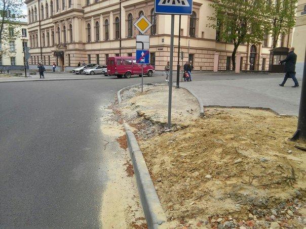 У Львові досі не впорядкували сквер святого Юра (ФОТО) (фото) - фото 9