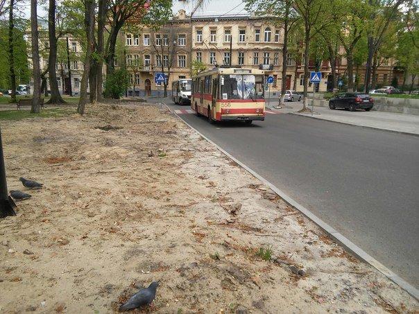 У Львові досі не впорядкували сквер святого Юра (ФОТО) (фото) - фото 7