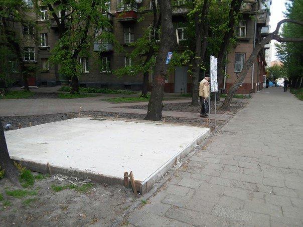 На вулиці Героїв УПА розпочали встановлювати МАФ (ФОТО) (фото) - фото 1