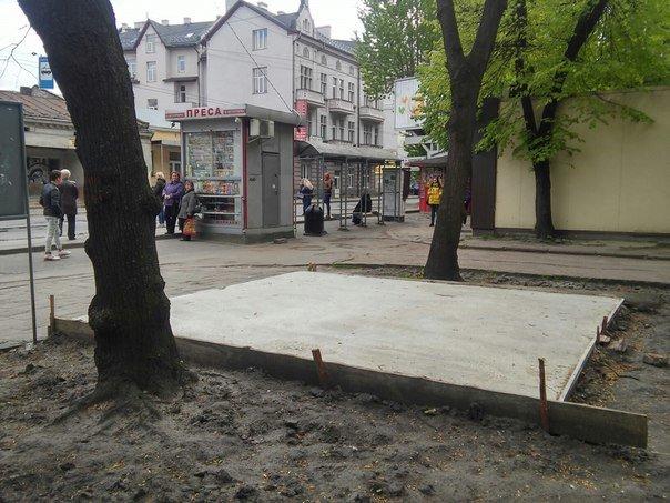 На вулиці Героїв УПА розпочали встановлювати МАФ (ФОТО) (фото) - фото 4