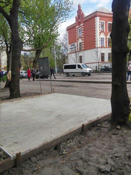 На вулиці Героїв УПА розпочали встановлювати МАФ (ФОТО) (фото) - фото 2